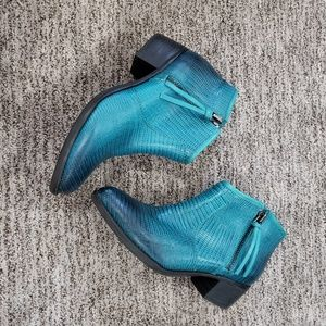 Gianni Bini teal/black leather ankle boots 9